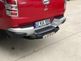 """Задняя подножка """"Titanic Plus"""" для Mitsubishi L200 с логотипом, цвет черный, изображение 2"""