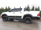 Расширители арок для Toyota HiLux с хромированными болтами