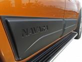 Комплект боковых накладок для Nissan Navara D 40 (цвет черный, пластик ABS), изображение 4