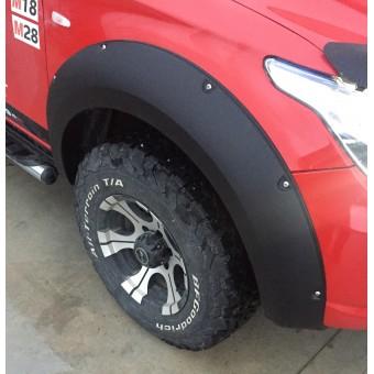 Расширители колесных арок для Mitsubishi L200 (пластик ABS) с хромированными болтами