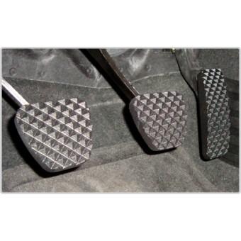 Комплект алюминиевых накладок на педали (механическая КП),цвет черный.
