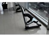 Защитная дуга для Ford F150 в кузов пикапа, цвет черный (возможна установка с трехсекционной крышкой), изображение 3