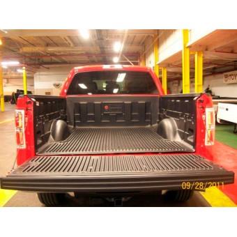 Вкладыш в кузов для Ford F150 пластиковая, под борта (для 5.5ft)