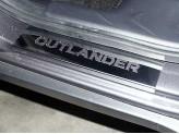 Хромированные накладки для Mitsubishi Outlander на пороги с логотипом