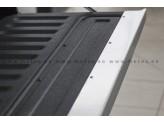 Накладка на борт Volkswagen Amarok нерж. сталь (устанавливается на штатные болты заднего откидного борта, на двусторонний скотч 3М), изображение 3