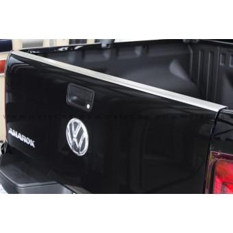 Накладка на борт Volkswagen Amarok нерж. сталь (устанавливается на штатные болты заднего откидного борта, на двусторонний скотч 3М)
