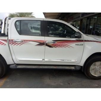 Хромированные накладки Toyota HiLux (пластик ABS, устанавливаются без сверления на 3М скотч)