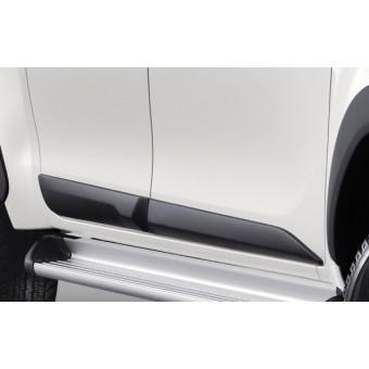 Молдинги для Toyota HiLux , цвет черный (пластик ABS, устанавливаются без сверления на 3М скотч)